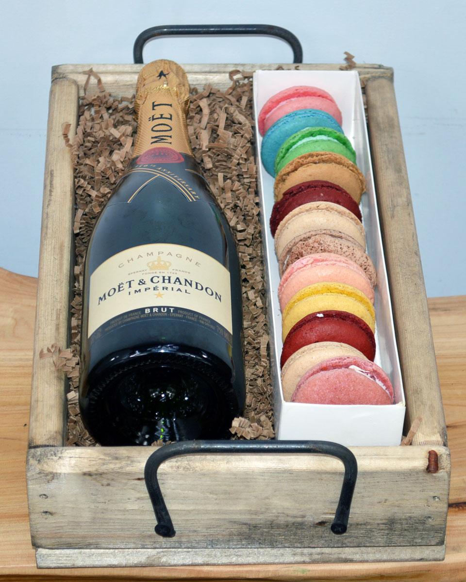 Moet & Chandon Champagne  & Macaroons