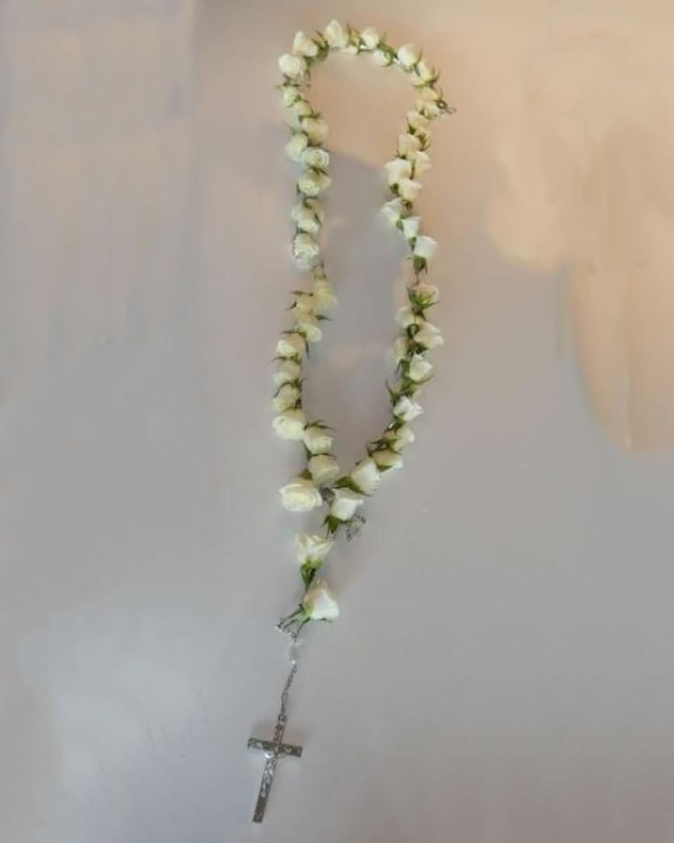 50 White Rose Rosary