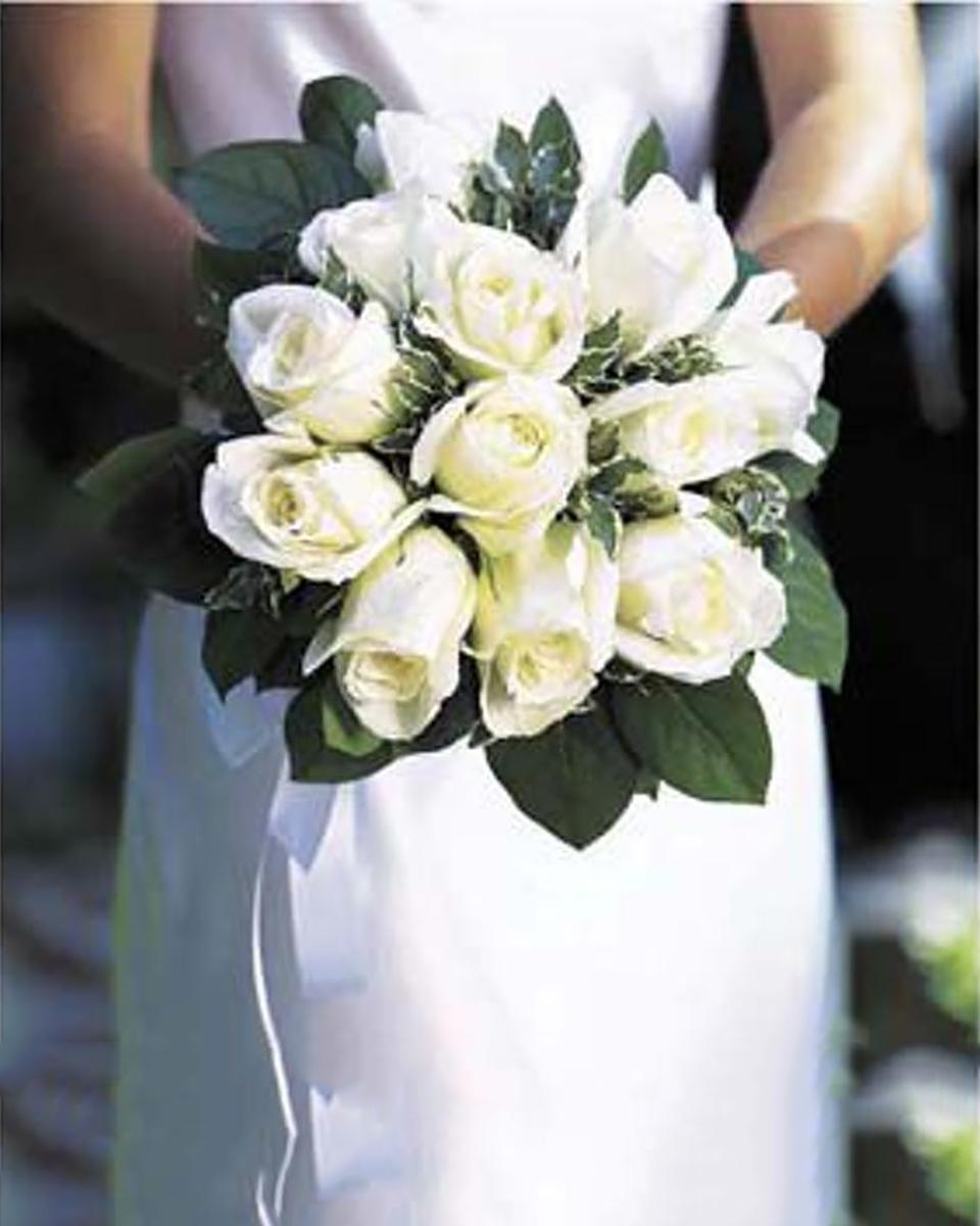 White Rose Nose Gay-Standard (12 Roses)
