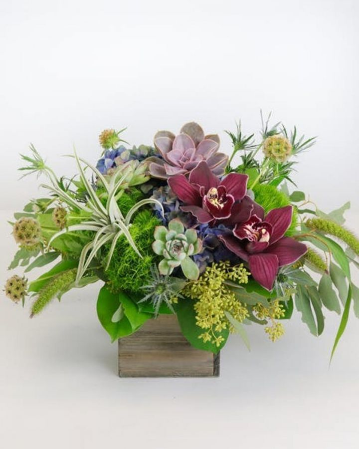Make a Statement with Winter Floral Arrangements